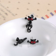 Crystal Gothic Punk Black Stereoscopic Cat Impalement Stud Earings